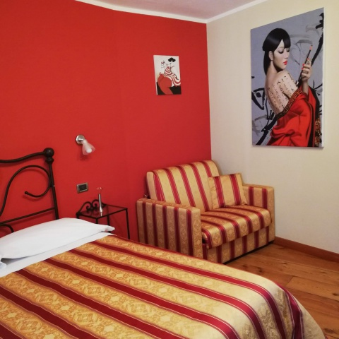 Radici B&B Sambuco | camera rossa